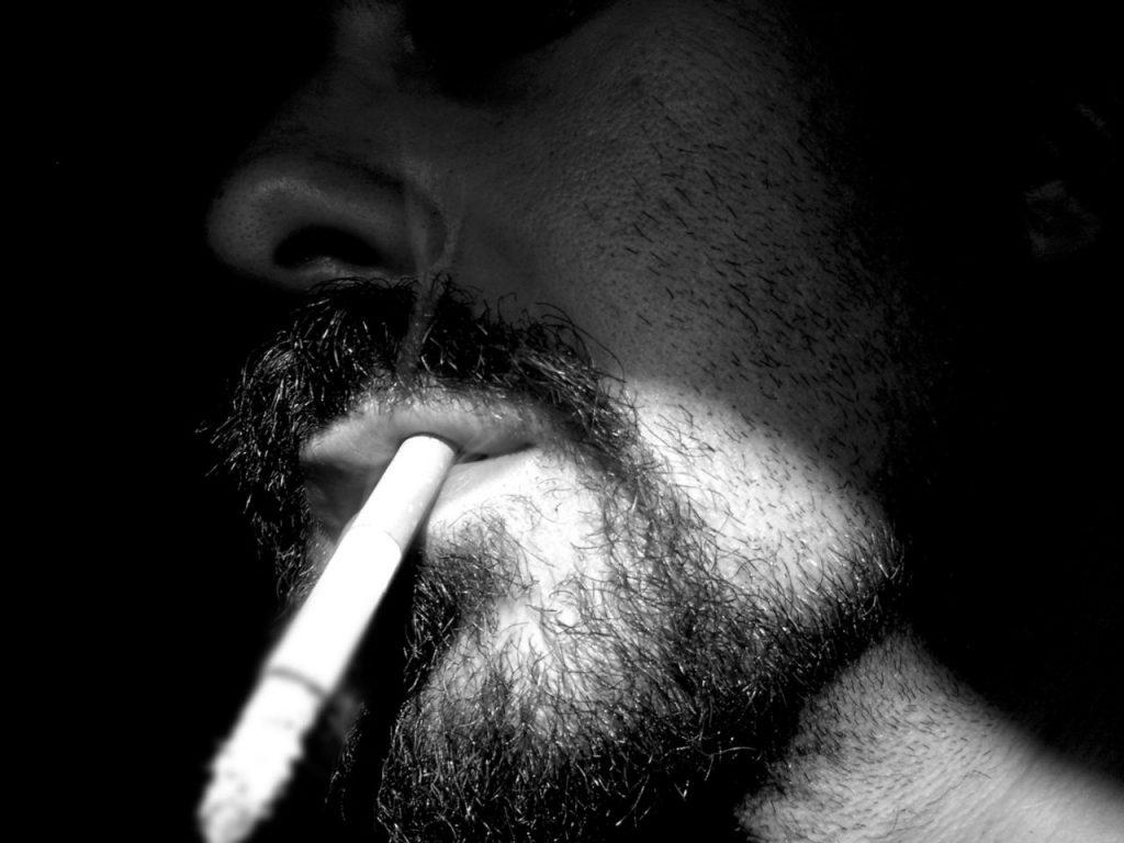 Paradoxně nejcitlivější nos mají právě odnaučení kuřáci, kterým tabákový mrak vadí ze všech nejvíce.